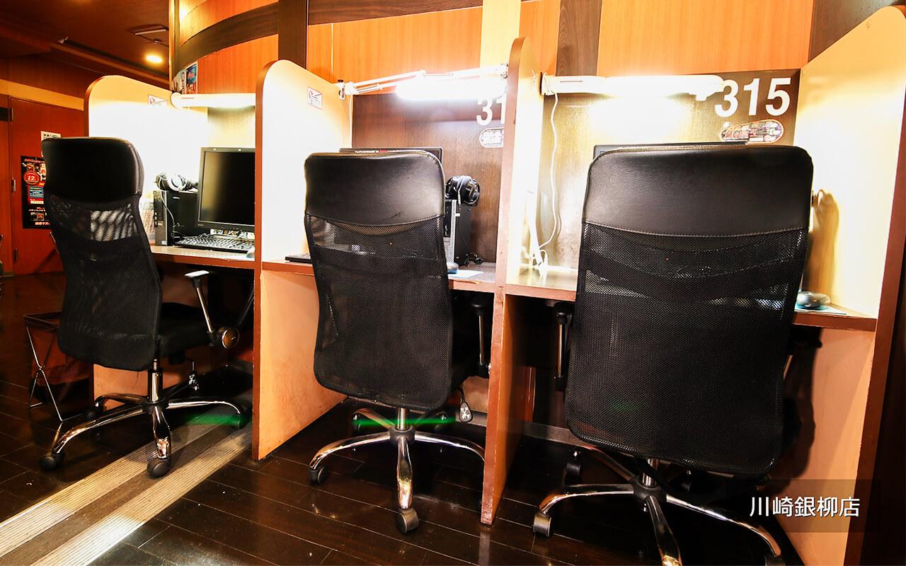 インターネットカフェ フラットシート